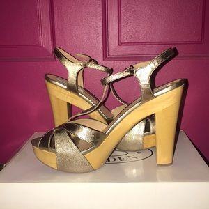 Steve Madden Gold Open Toe Chunky Wood Heel Size 9